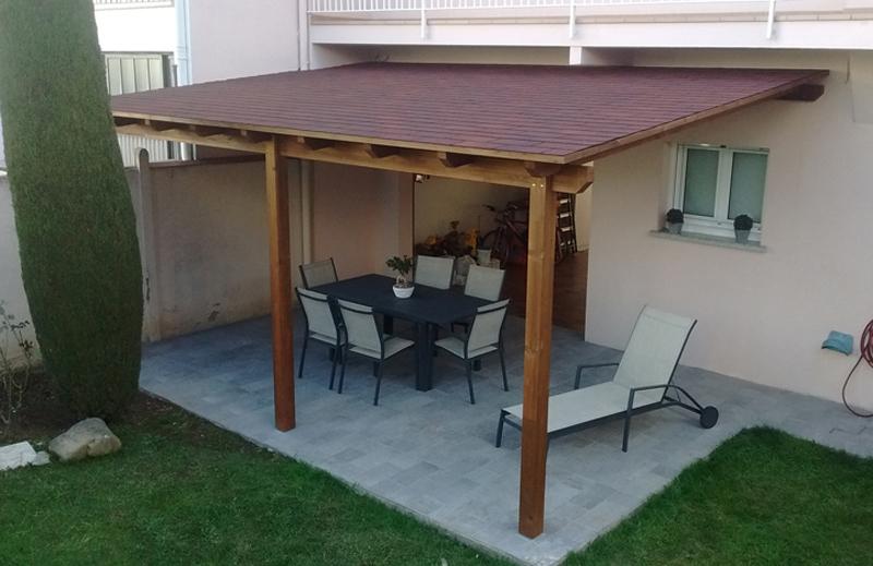 Wooden pergolas awnings taial for Plaque polycarbonate pour pergola